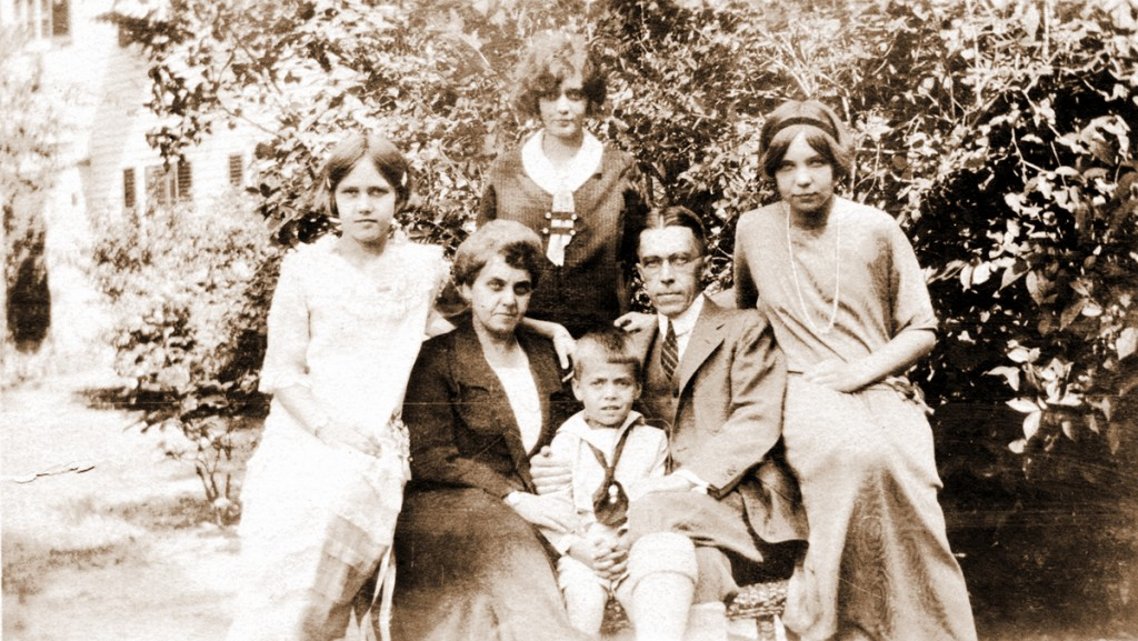 0106 Harris Family Portrait ca. 1922